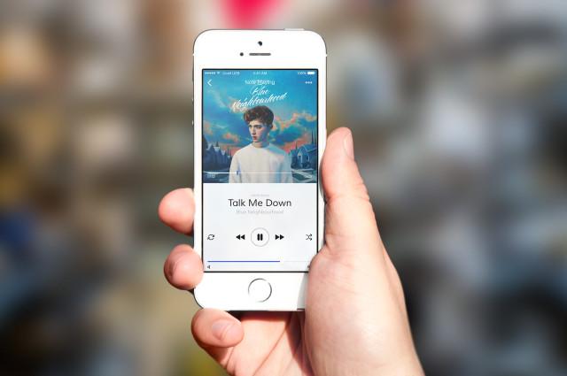 Studio shot of iPhone SE Example of Usage