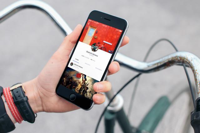 iPhone 6 mockup on bike Example of Usage